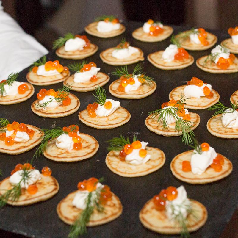 Palmenhaus München Blinis mit Kaviar und Creme fraiche